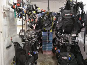 tioman-dive-buddy-bcd-scuba-equipment-room