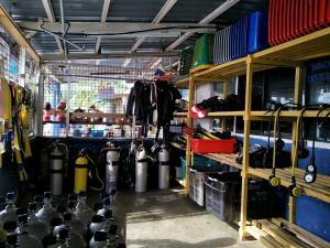 tioman-dive-buddy-regulator-bcd-scuba-equipment-room